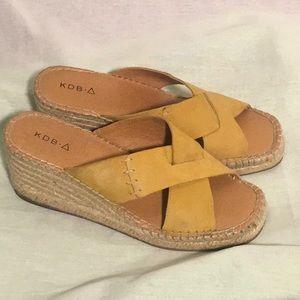 "🌸KBD 8.5 Golden Tan Leather 2 7/8"" Wedge Sandals"